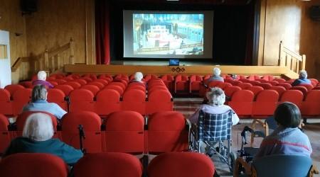 visione della messa in sala cinema